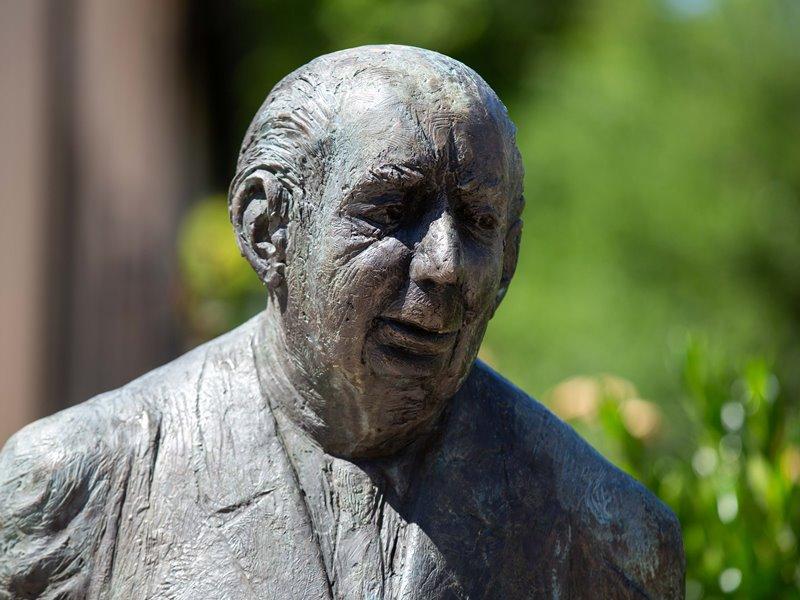 Theodor Heuss Statue